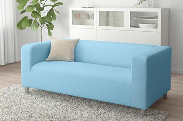 affitto-divano-azzurro-ambiante-svaghiamo