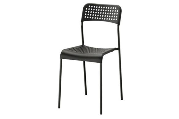noleggio-sedie-nera-classica